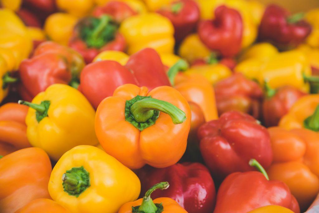 コラーゲンを合成する食べ物として赤ピーマンと黄ピーマン