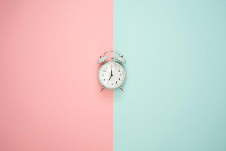 時間を刻んでいる時計